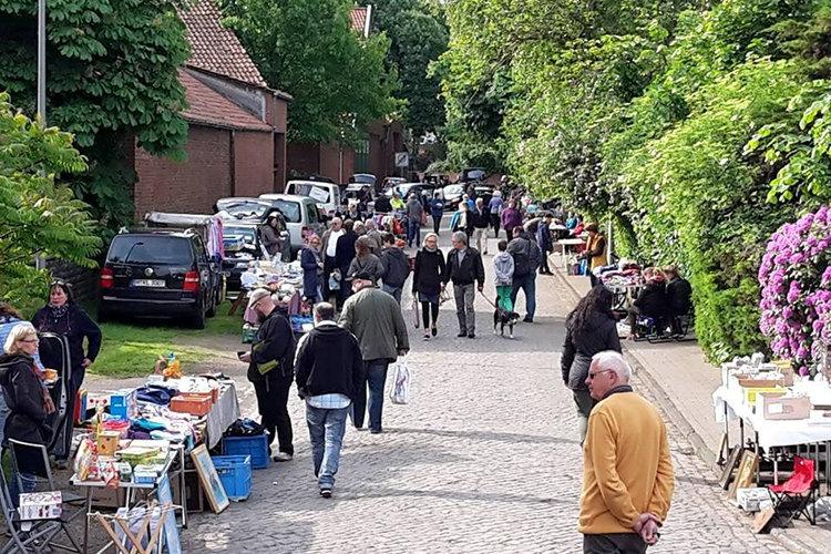 Flohmarkt an der Luther Kirche