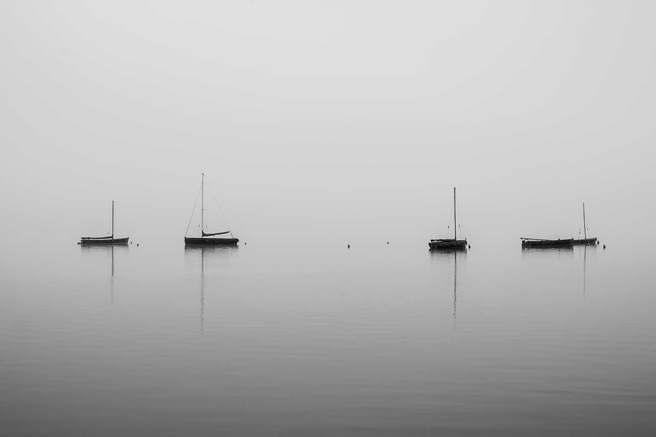 Boote am nebligen Steinhuder Meer
