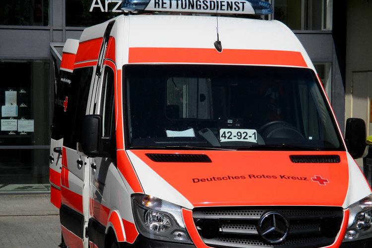 Photo of Radfahrer nach Sturz und Kollision verletzt