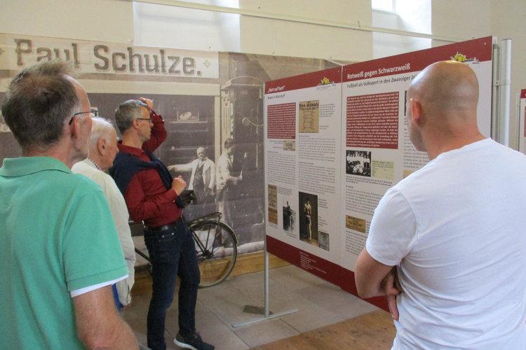 Führung durch die Weimar-Ausstellung