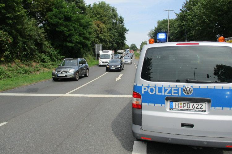 Polizei bei Verkehrsunfall