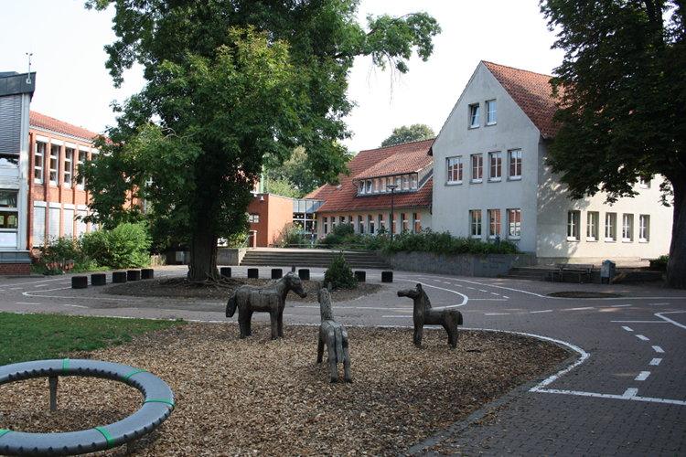 Stadtschule mit alten Gebäuden