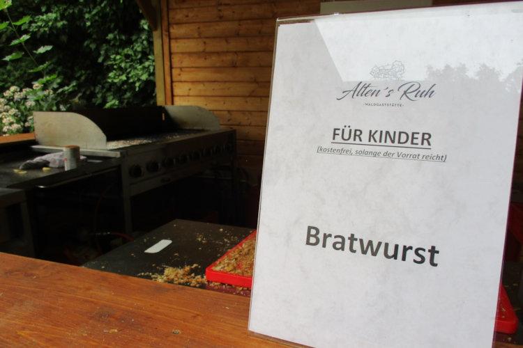 Restlos geleerte Bratwurststation
