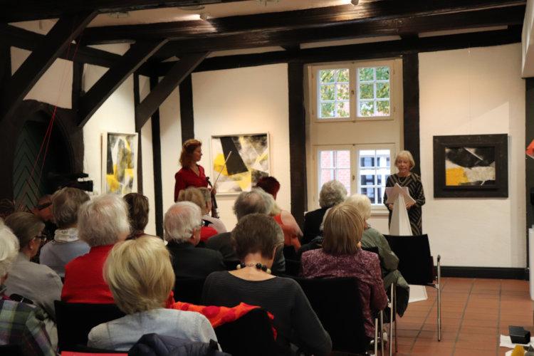 Begrüßung durch die Vorsitzende des Kunstvereins, Karin Ellert