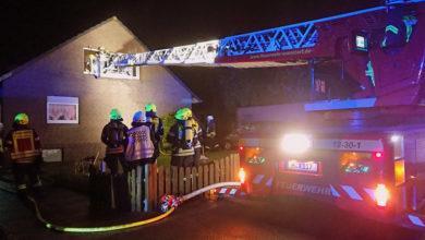 Bild von Bewohner aus brennendem Haus gerettet