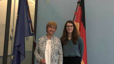 Photo of Wunstorfer Studentin absolviert Praktikum bei Caren Marks