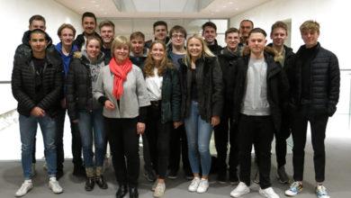 Bild von Politik-Leistungskurs des Hölty-Gymnasiums besucht Caren Marks