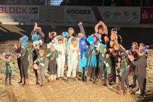 Pferdefreunde bei der Siegerehrung