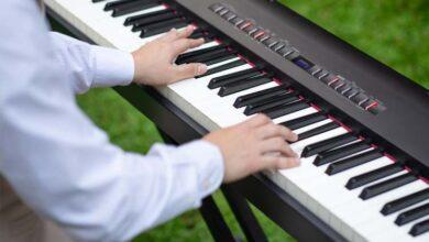 Bild von Musiklehrer geben kleine Konzerte in Seniorenheimen