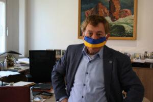 Bürgermeister mit Behelfsmaske