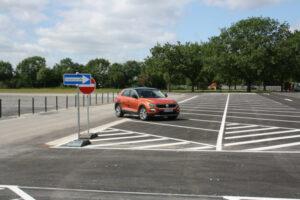 Das erste Auto auf dem neuen Parkplatz