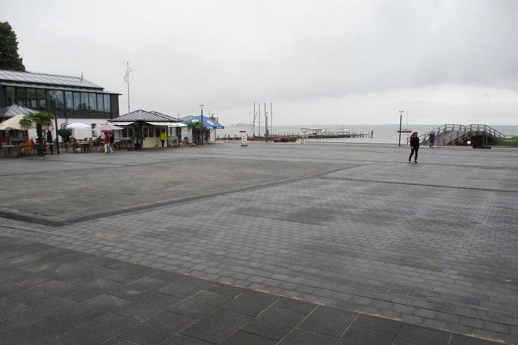 Strandterrassenvorplatz