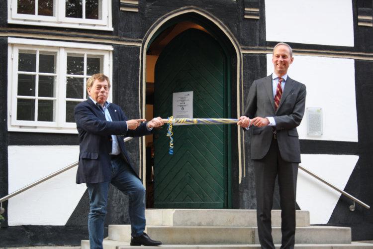 Wunstorfer Rettungsschirm für Staatsminister Dr. Hoppenstedt