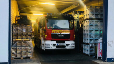 Bild von Feuerwehr verlegt Fahrzeuge in Getränkelager