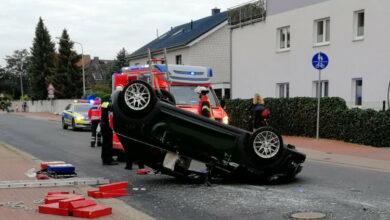 Bild von Fahrer nach Unfall auf Luther Hauptstraße kopfüber eingeschlossen