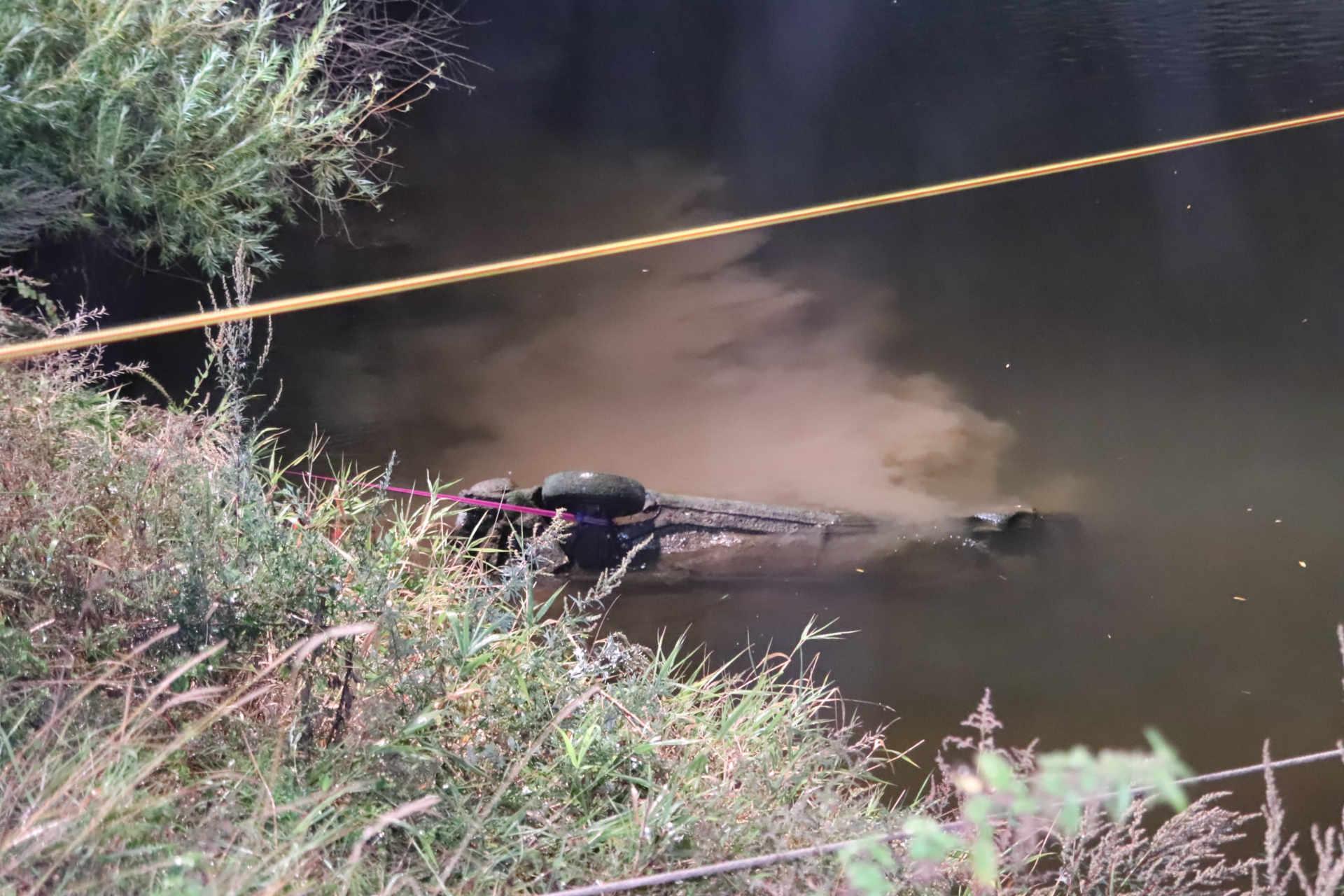 Feuerwehreinsatz versunkenes Auto in der Leine