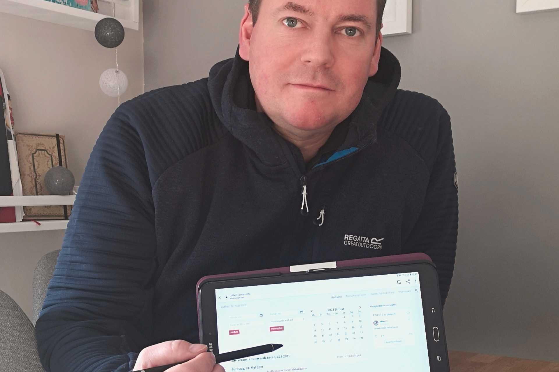 Andreas Lange zeigt die Webseite für einen gemeinsam nutzbaren Luther Terminkalender