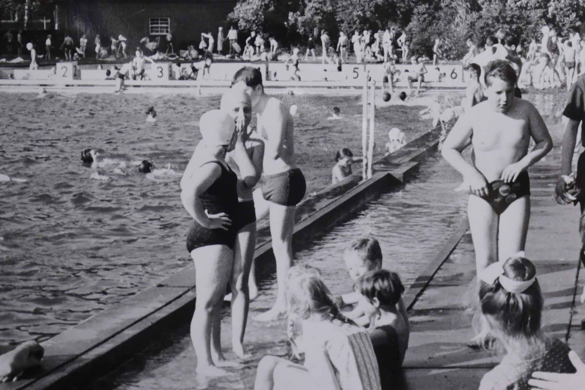 Viel los im Freibad Wunstorf in den 1970ern