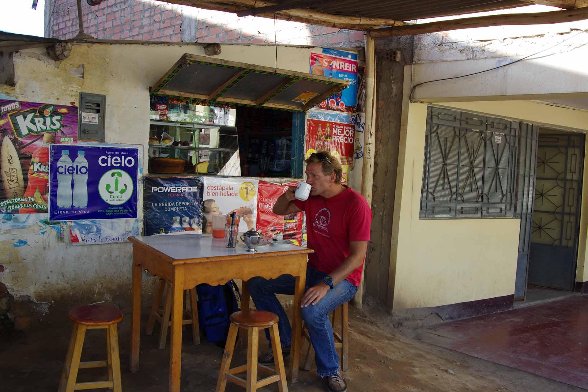 Frisch gebrühter Kaffee in Yungay, Perue
