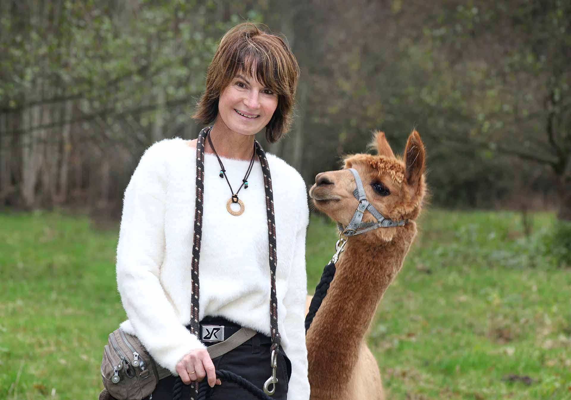 Stefanie Pohler mit einem ihrer Alpakas