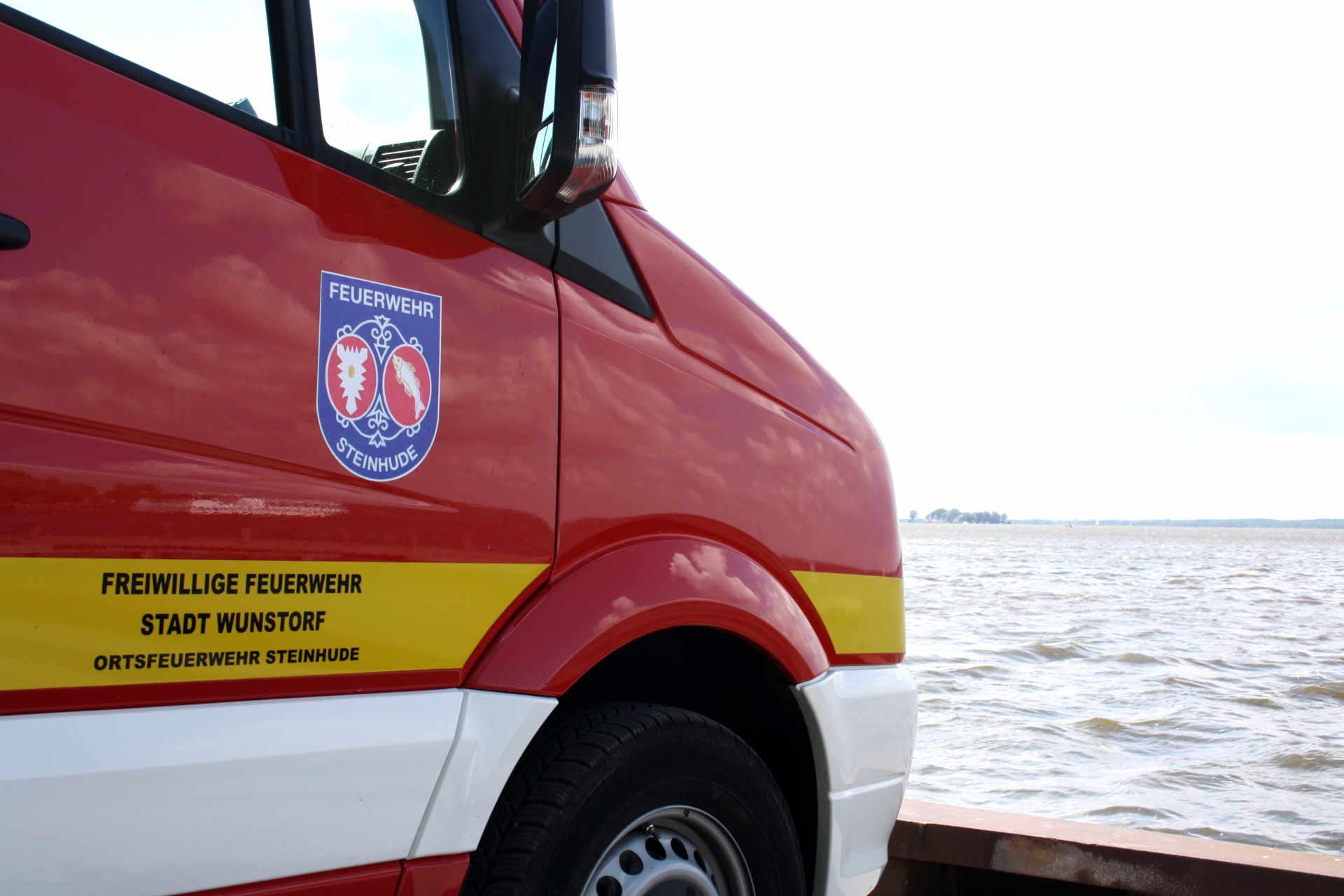 Feuerwehrfahrzeug am Steinhuder Meer