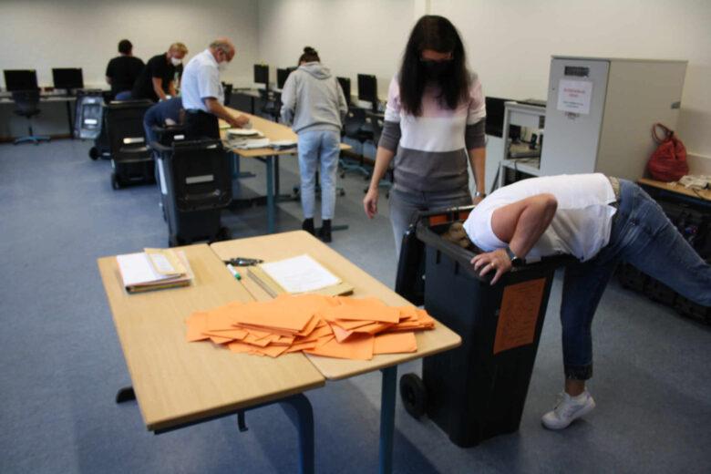 Wahlurnenöffnung